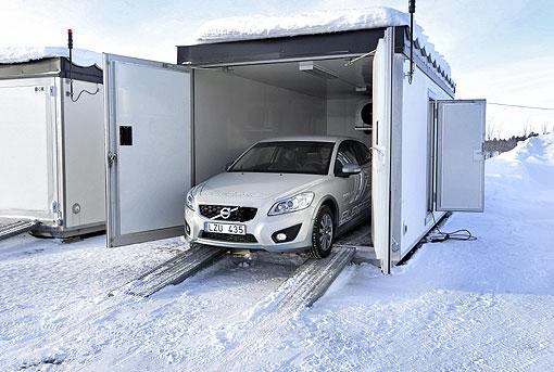 对应严冬考验,volvo c30电动车进行雪地耐久测高清图片