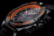 軍風本質、跳色時尚,百年靈Chronomat 44 Raven限量版腕錶