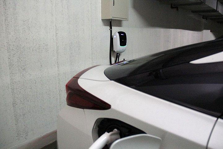 [U-EV]公寓大廈管理條例修正一讀通過,大樓將不得拒絕居民在停車位安裝充電樁
