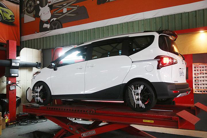 建議售價34,500元、改善行駛晃動感!Toyota Sienta專用高低與24段阻尼可調避震器